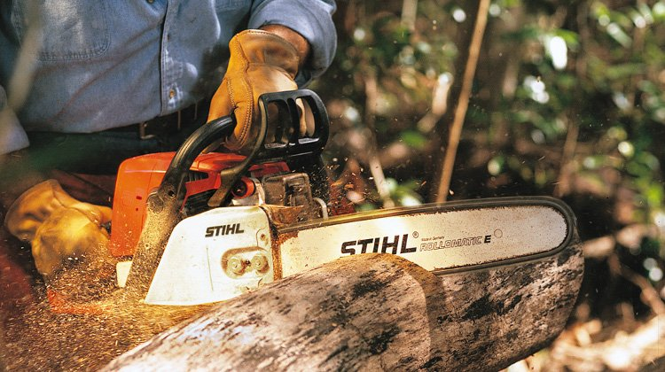 Stihl MS 250 Chainsaw cutting timber